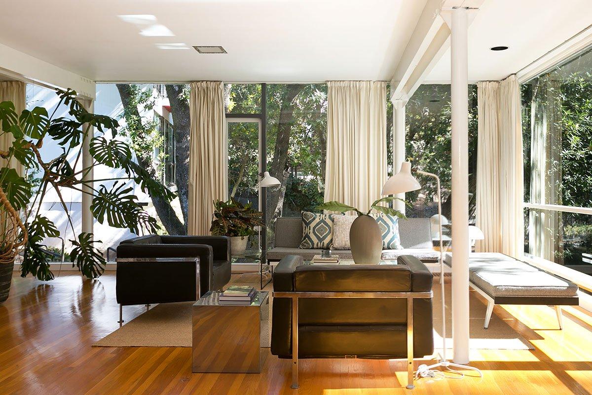 Bauhaus inspired Olsen House - living room