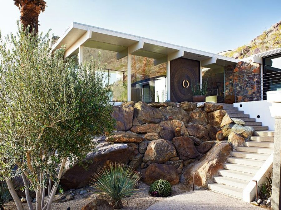Opulent palm springs house - outside