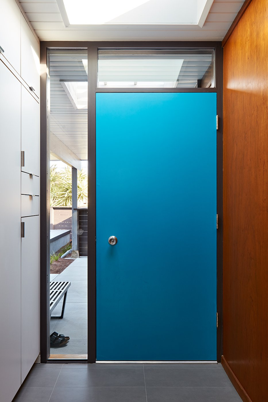 Eichler house in San Mateo Highlands - Klopf architecture - entrance door