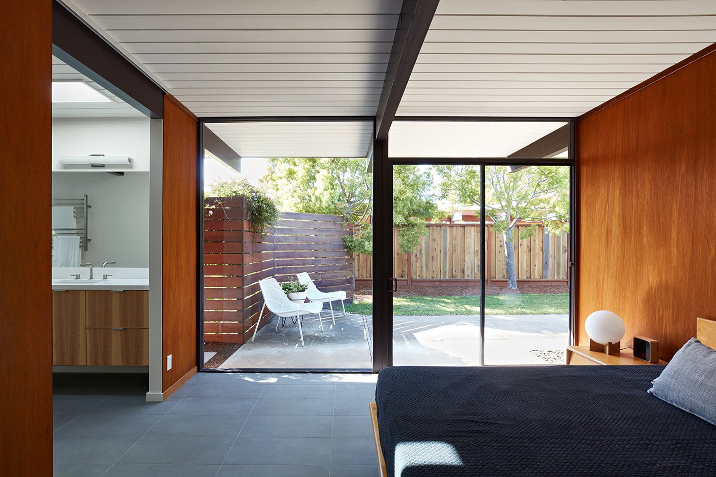 Eichler house in San Mateo Highlands - Klopf architecture - bedroom