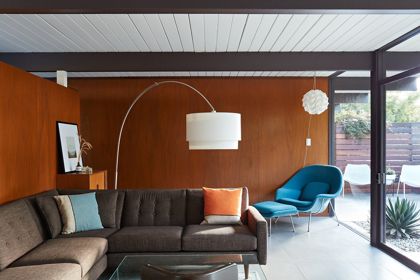 Eichler house in San Mateo Highlands - Klopf architecture - living room