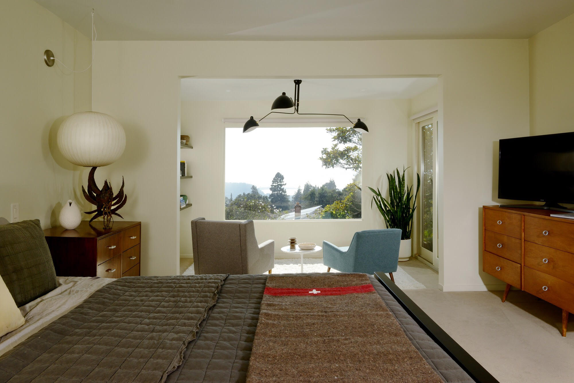 mid-century home in kensington, ca - dan chavkin - bedroom