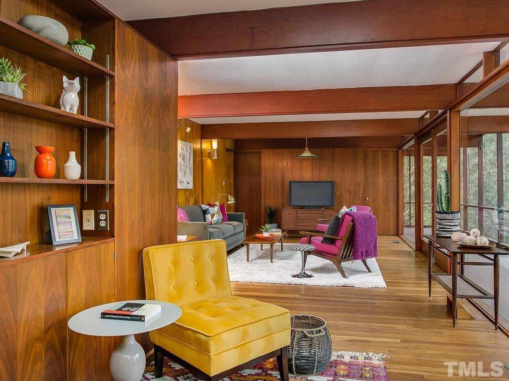 mid-century modern house in Chapel Hill - living room