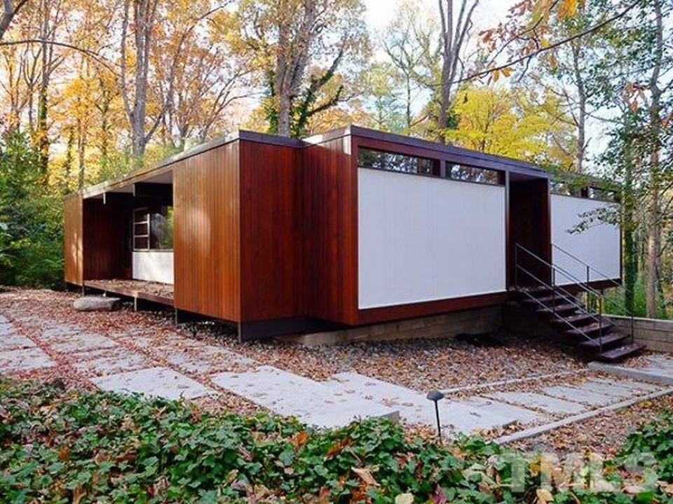 Wood reigns in modernist house by george matsumoto mid for Cost to build mid century modern home
