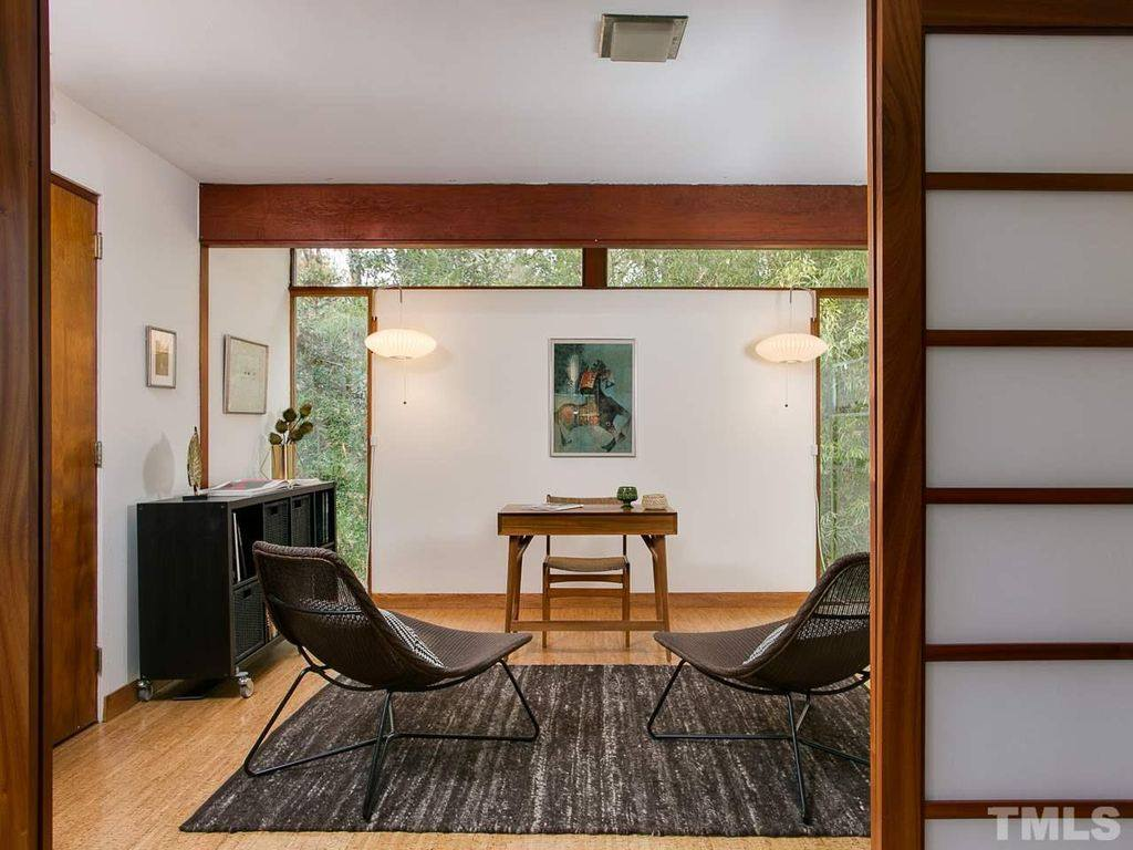 mid-century modern house in Chapel Hill - dining area