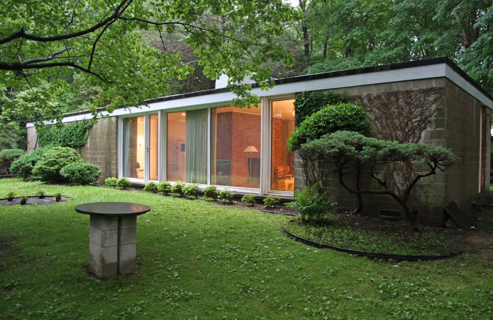 philip-johnson-booth-house-modernist-home-exterior back
