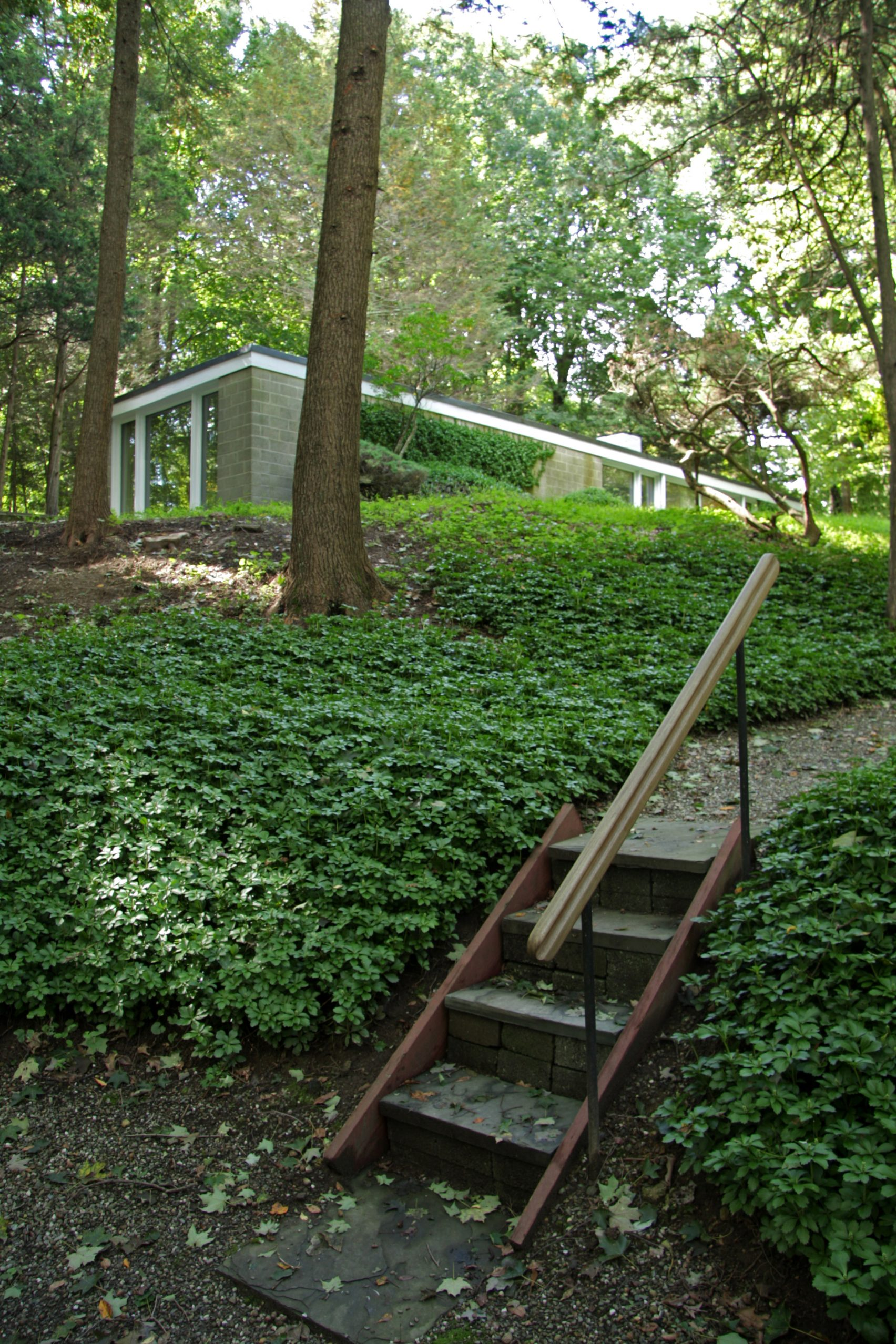 philip-johnson-booth-house-modernist-home-exterior