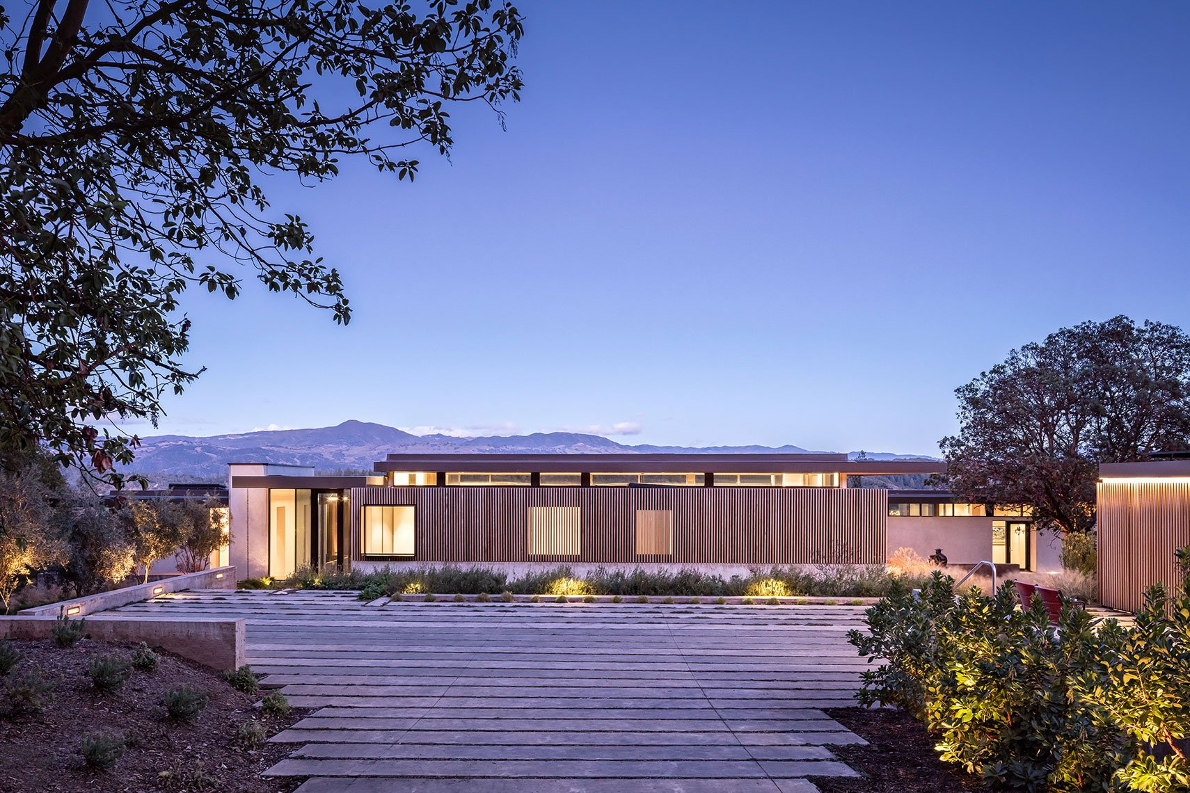 Dry Creek house - john maniscalco architecture - front view night