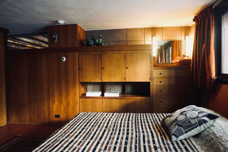 Frank Lloyd Wright - Eppstein House - bedroom