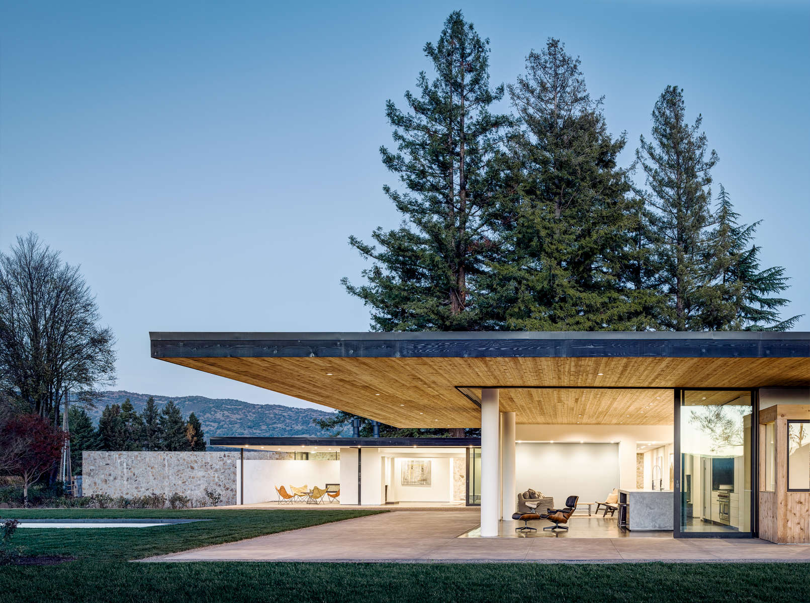 Jorgensen Design - Oak Knoll contemporary Residence - exterior night