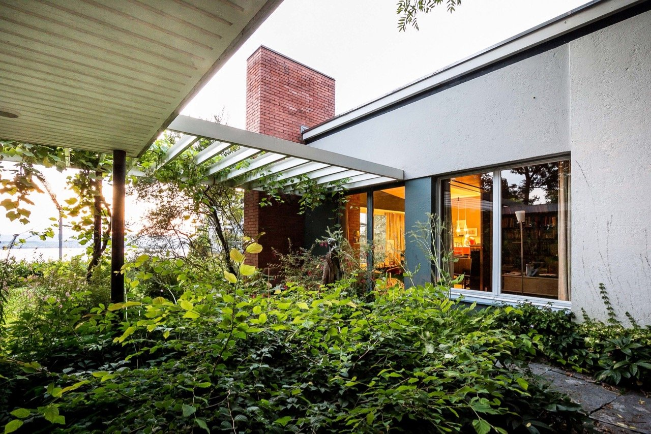 mid-century house by Leo Hafner - Lake Zug, Switzerland - exterior pergola