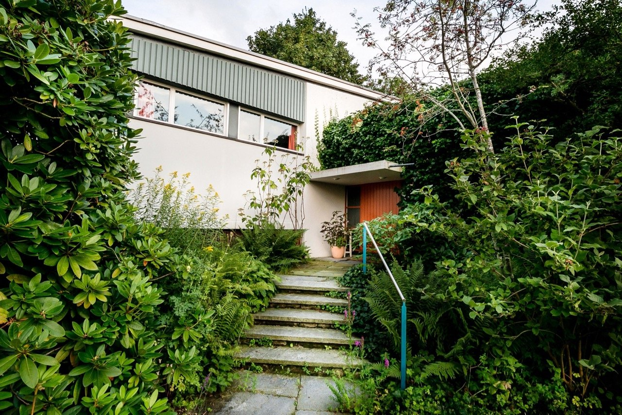 mid-century house by Leo Hafner - Lake Zug, Switzerland - entrance