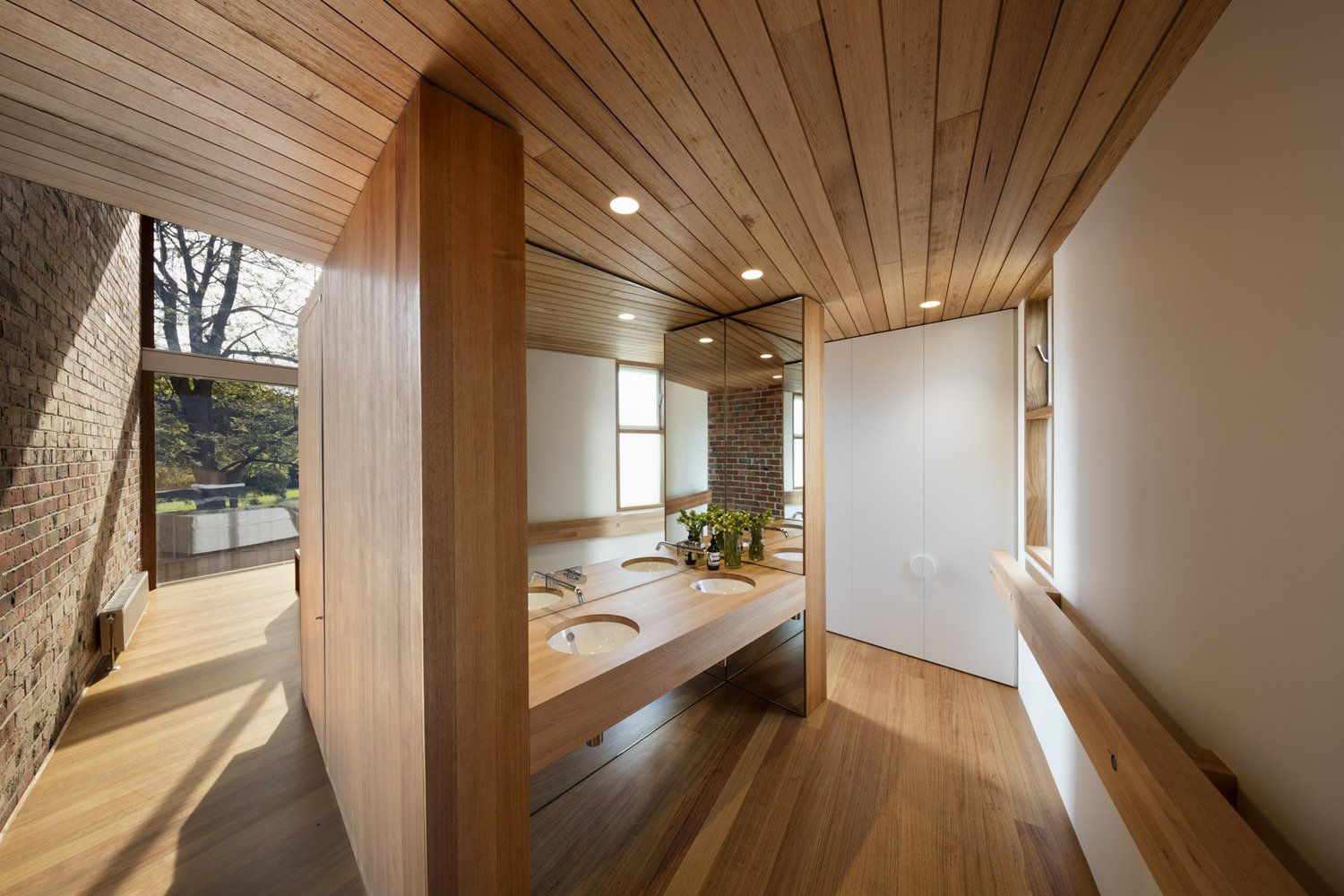 mid-century renovation in Victoria - Camberwell House - AM Architecture - bathroom