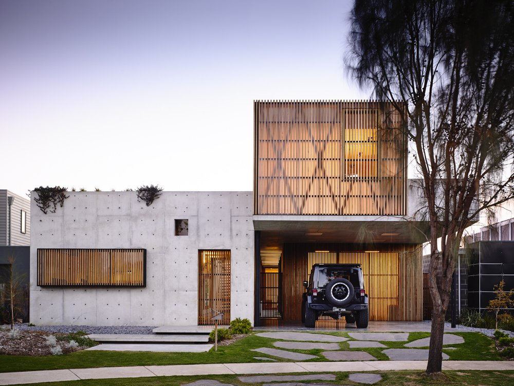Contemporary Modernist Concrete House - Auhaus Architects - front facade