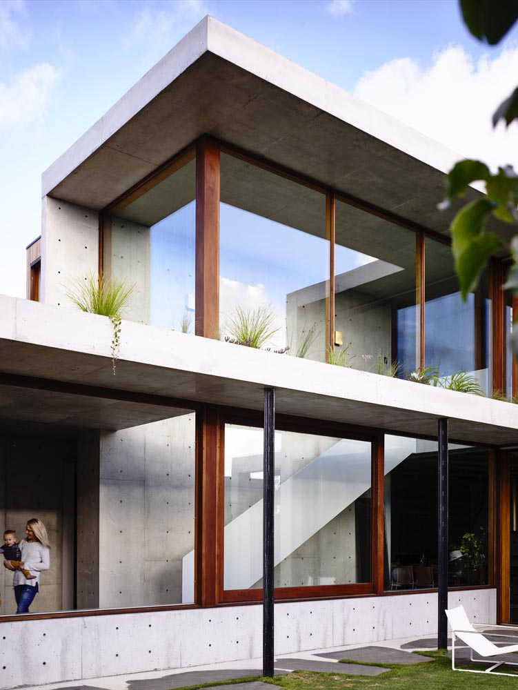 Contemporary Modernist Concrete House - Auhaus Architects - exterior