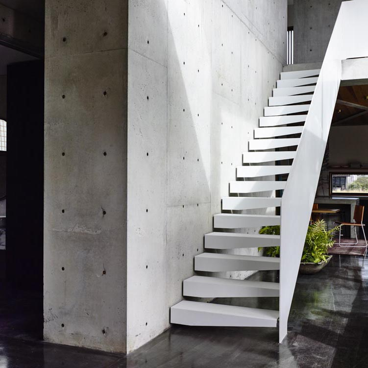 Contemporary Modernist Concrete House - Auhaus Architects - entrance