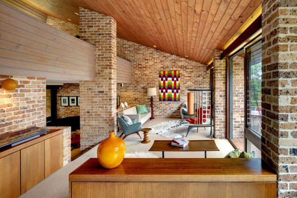 mid-century inspired in Sydney - Erby House - living room