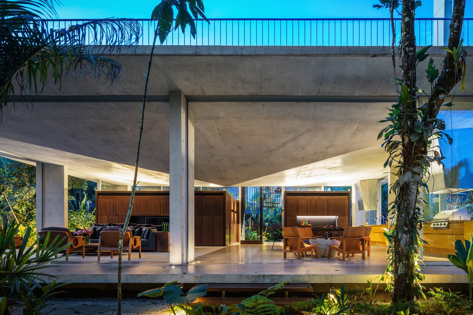 Residência Itamambuca - contemporary house in the jungle - living room outside view