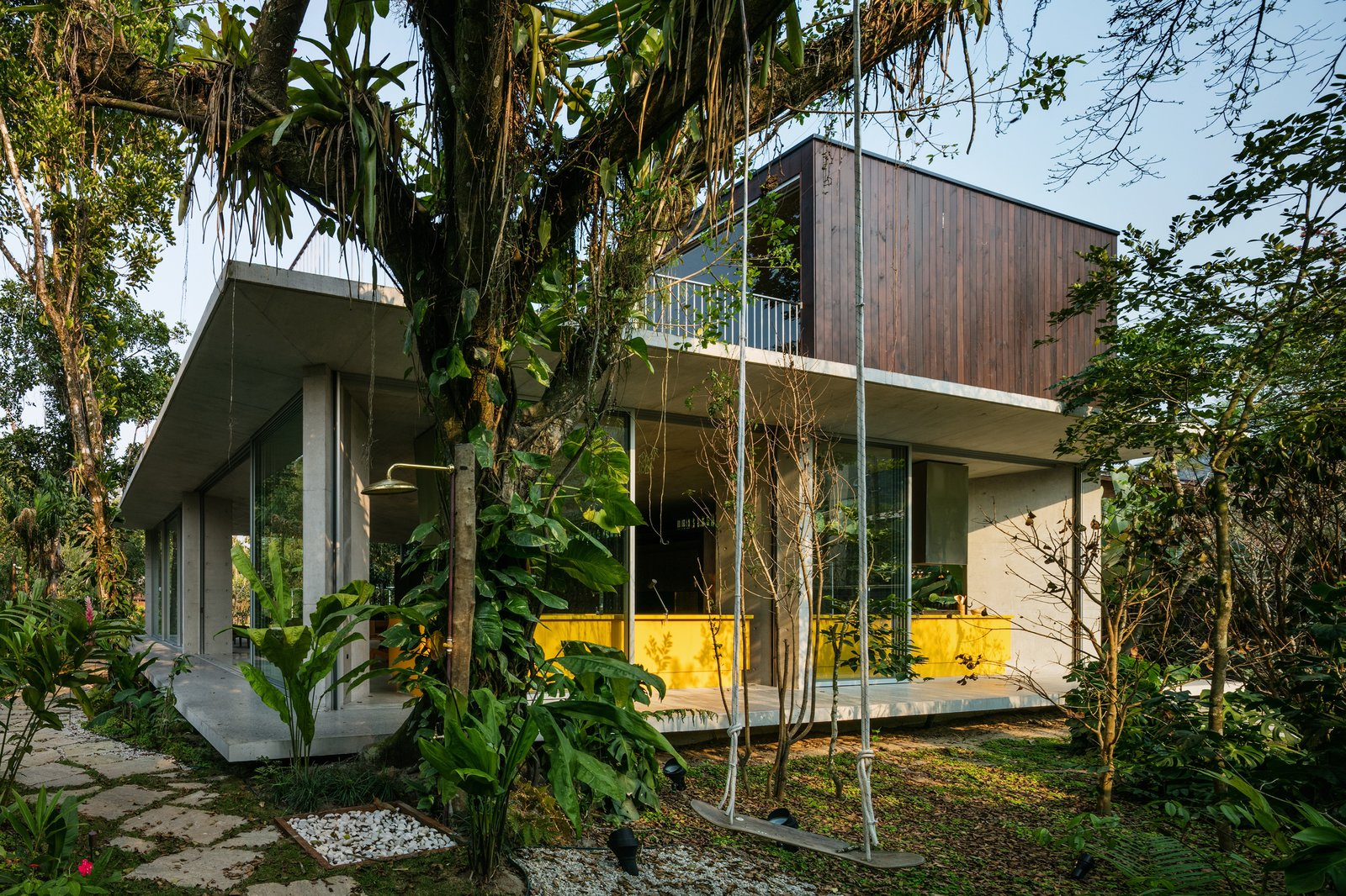 Residência Itamambuca - contemporary house in the jungle - exterior