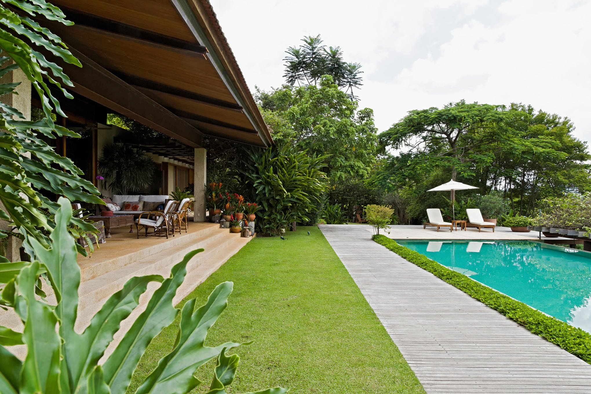 contemporary Brazilian house - gui mattos residencia baroneza - pool
