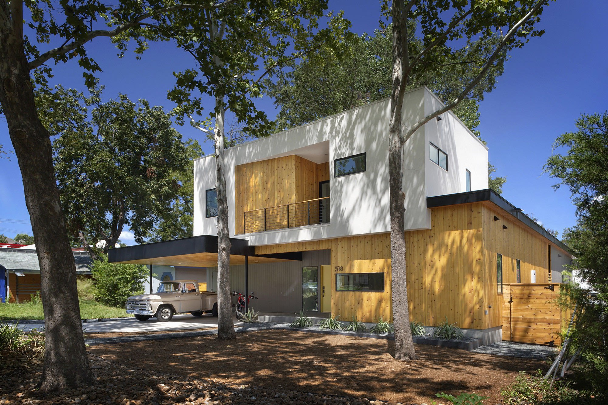 Austin Modern Tree House - Matt Fajkus Architecture - exterior side view