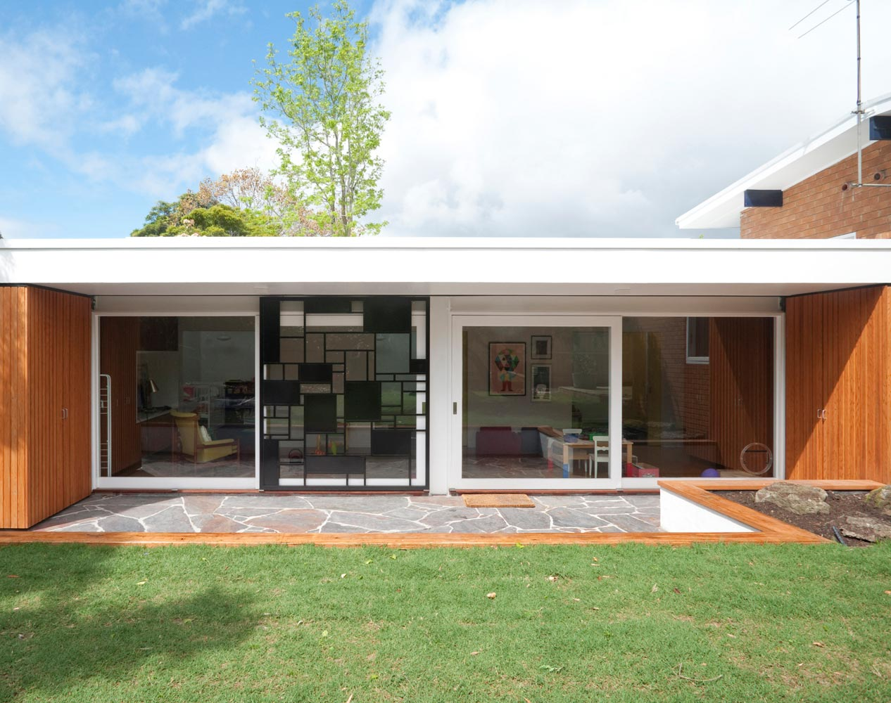 Balwyn Road - Nest Architects - exterior back daylight