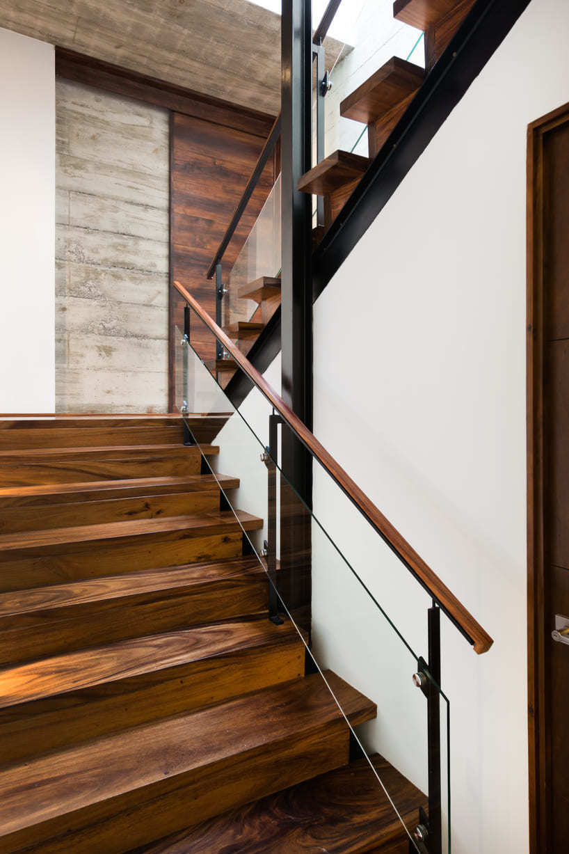 LP1 House - Paz Arquitectura - staircase