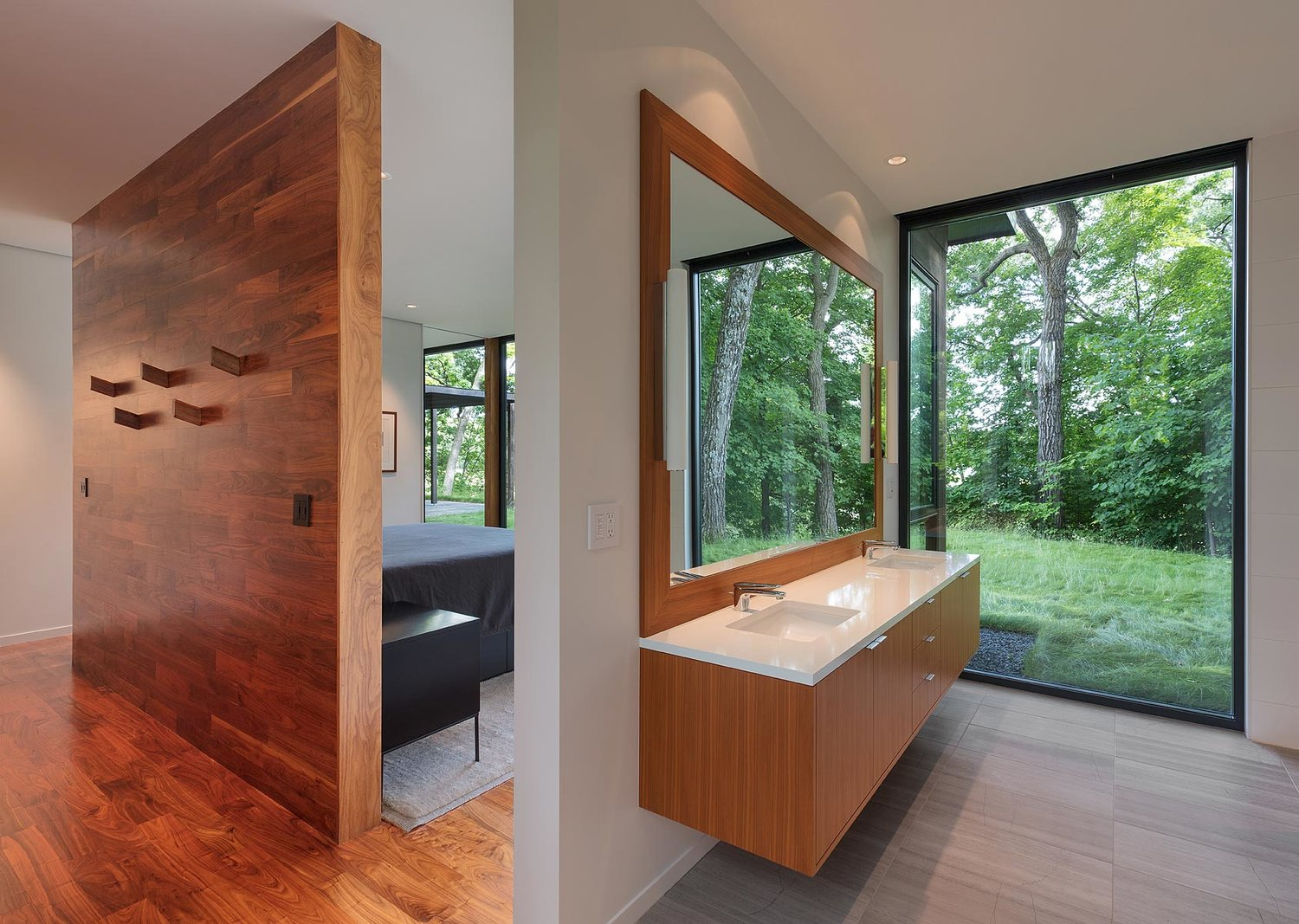 Modernist Woodland House - Altus architecture - bedroom and bathroom