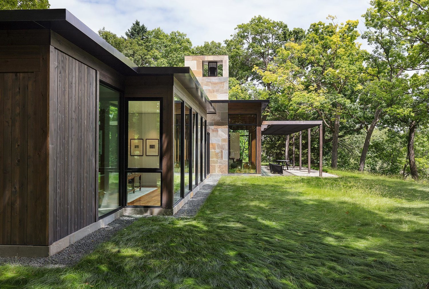 Modernist Woodland House - Altus architecture - side view