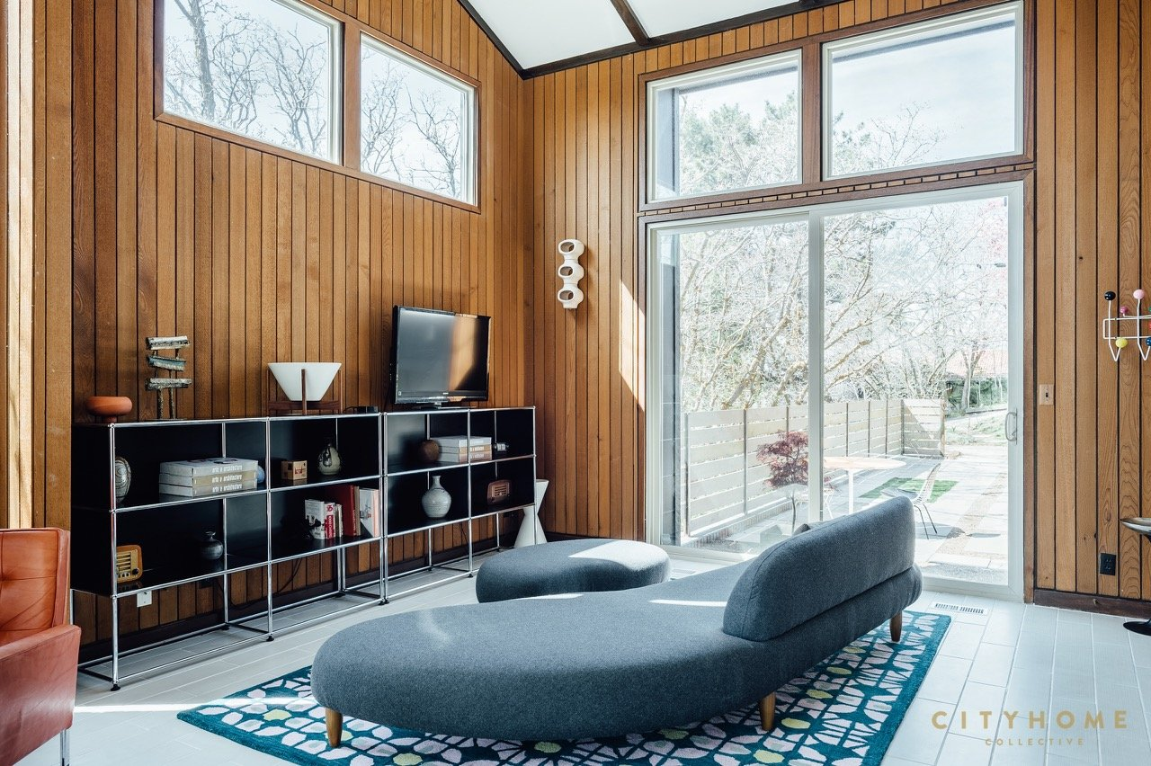 mid-century house for sale in Utah - view on the living room