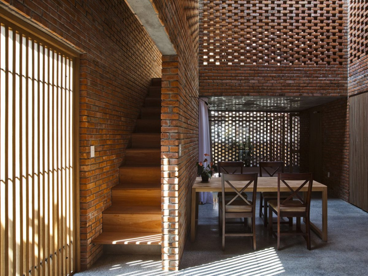 1 - Termitary Modern Brick House - dining area