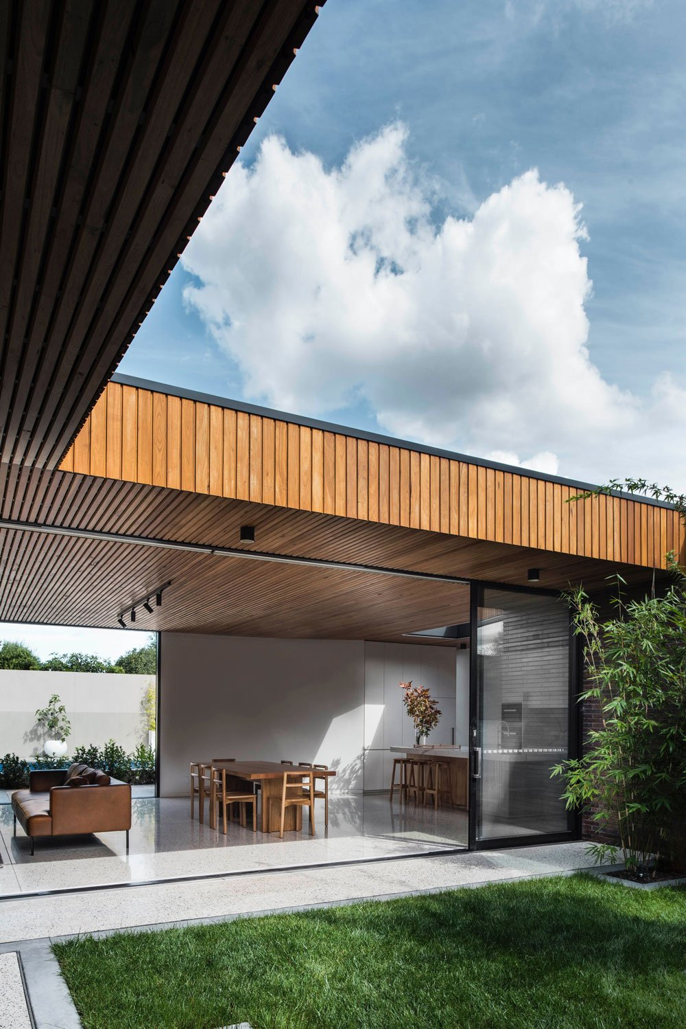 FIGR architects Courtyard House patio 2