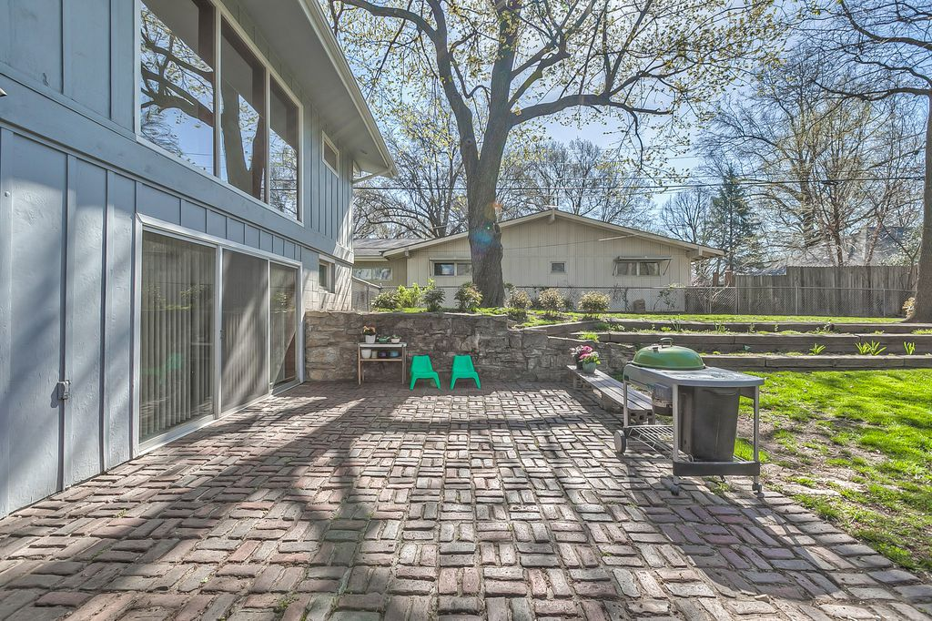 Mid century in kansas city - outside back view