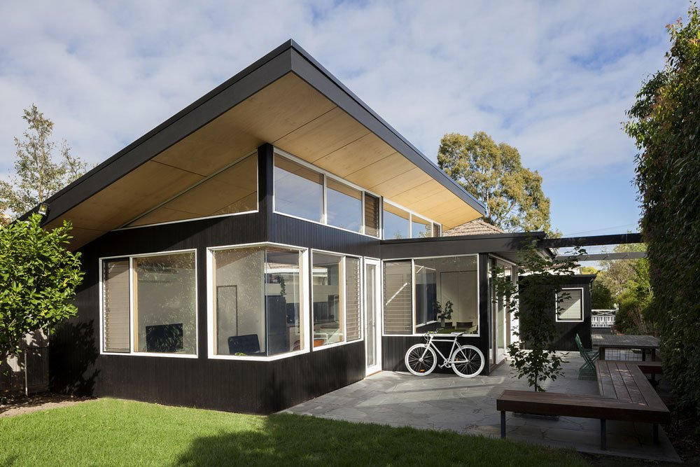 Ben-Callery-Architects---modern-house---Month-Albert-BW-House---