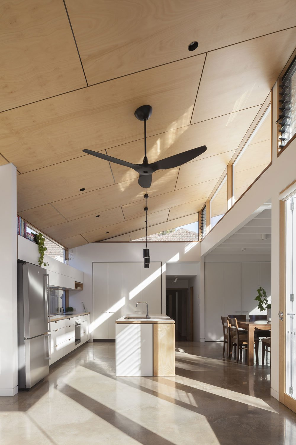 Ben-Callery-Architects---modern-house---Month-Albert-BW-House