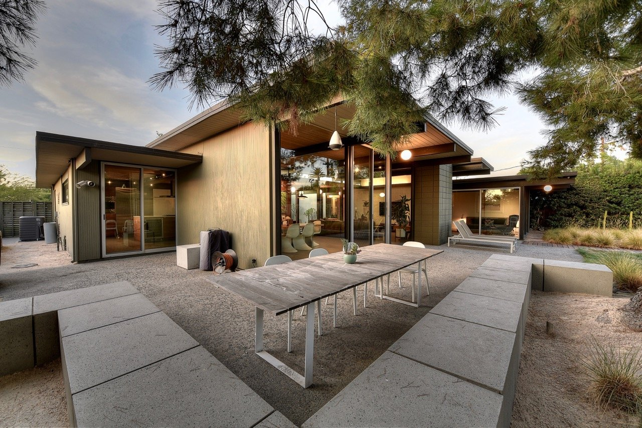 Eichler in Orange County - back garden
