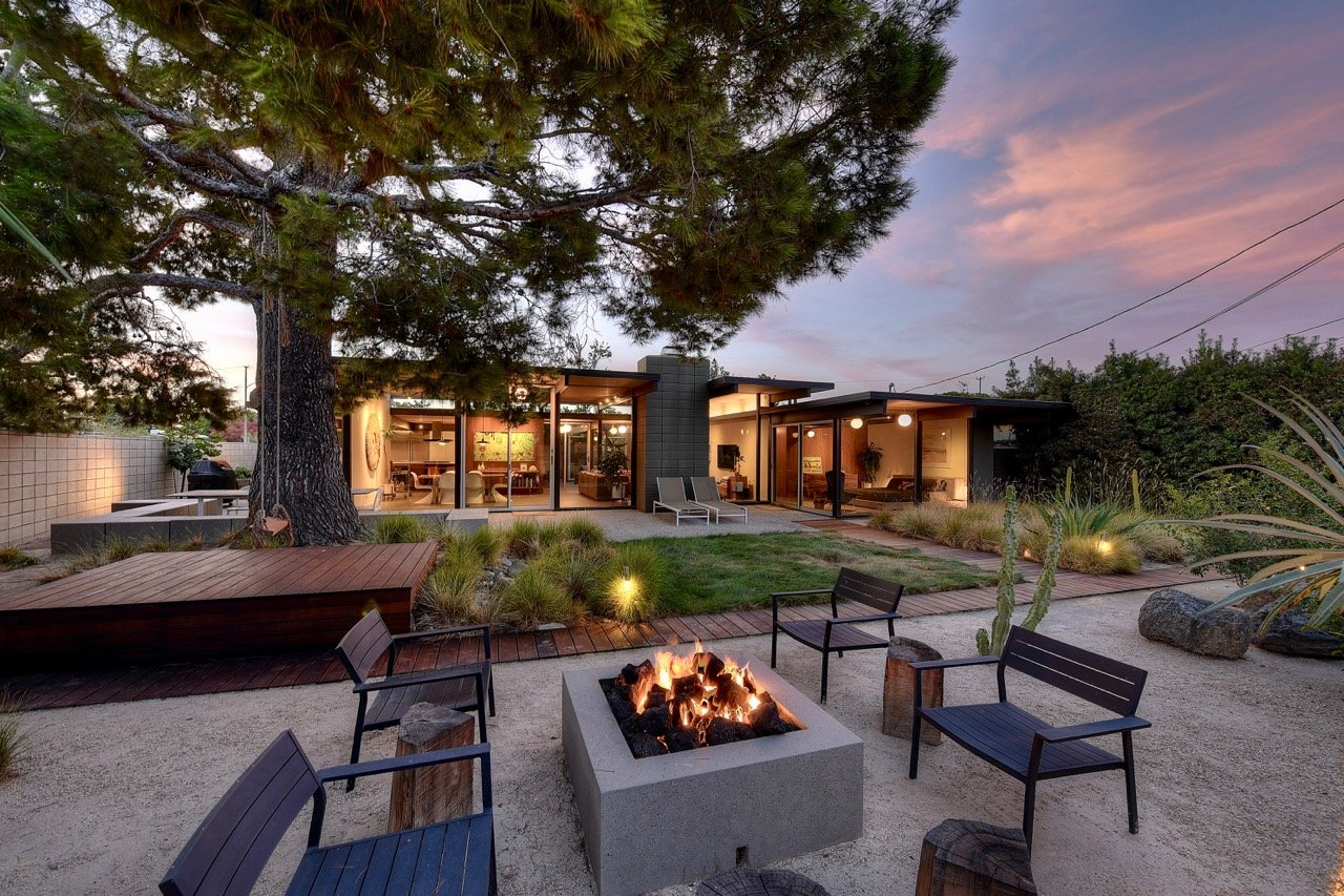 Eichler in Orange County - exterior back garden firepit