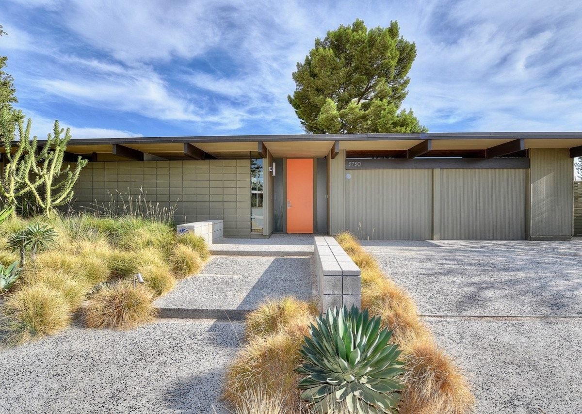 Eichler home in Orange County - exterior entrance