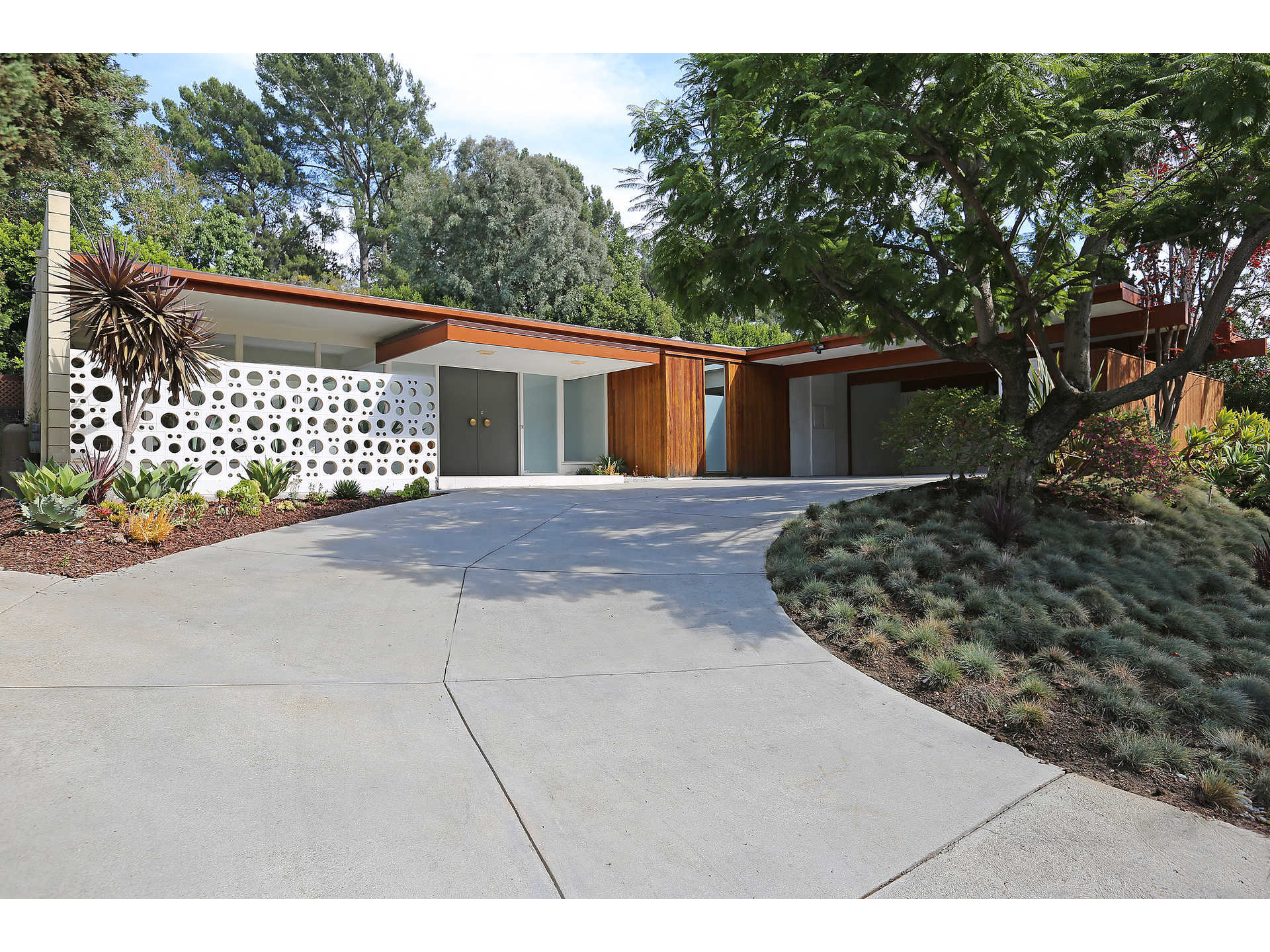 http://www.midcenturyhome.com/e-stewart-williams-palms-springs-mid-century/