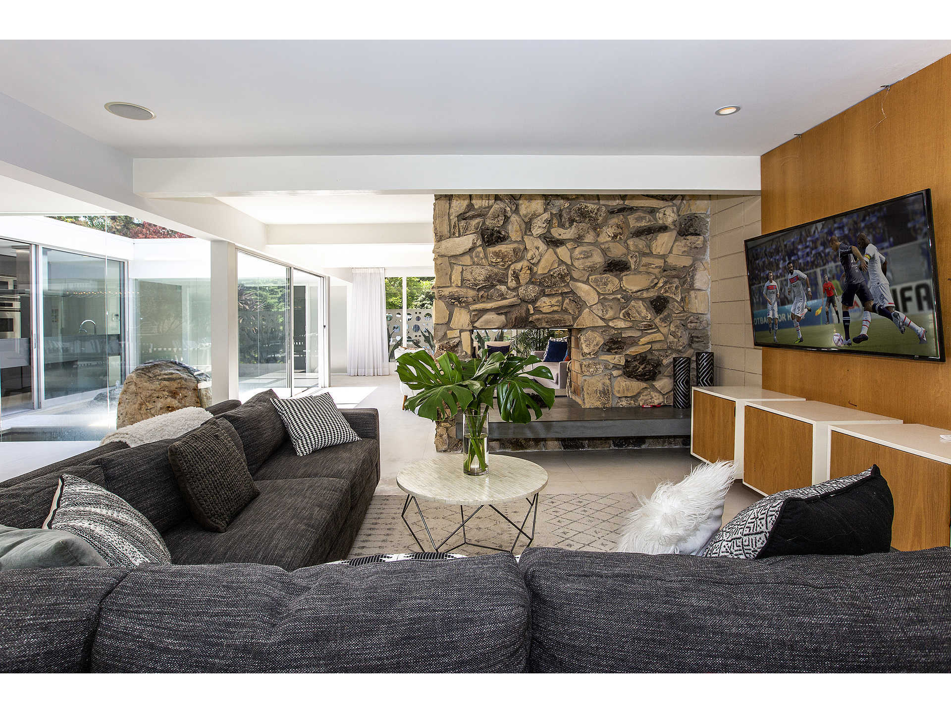 1959 midcentury home in Los Angeles - living room relax area
