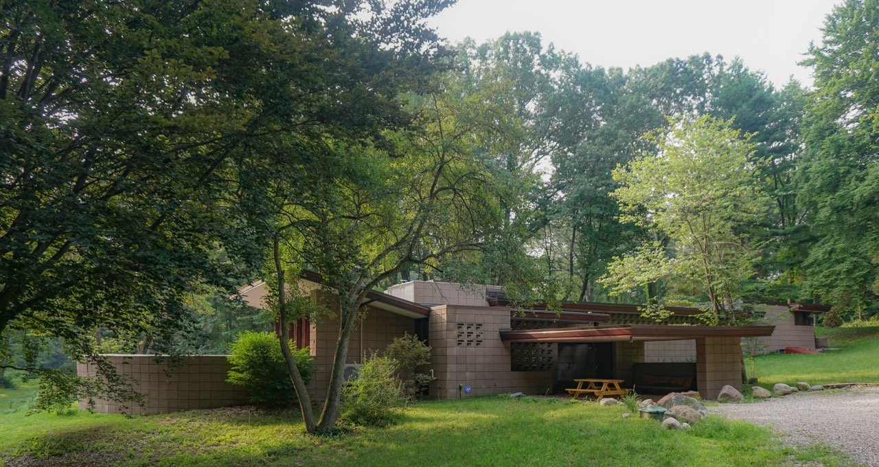 Frank Lloyd Wright - Eppstein House - Summer_exterior back