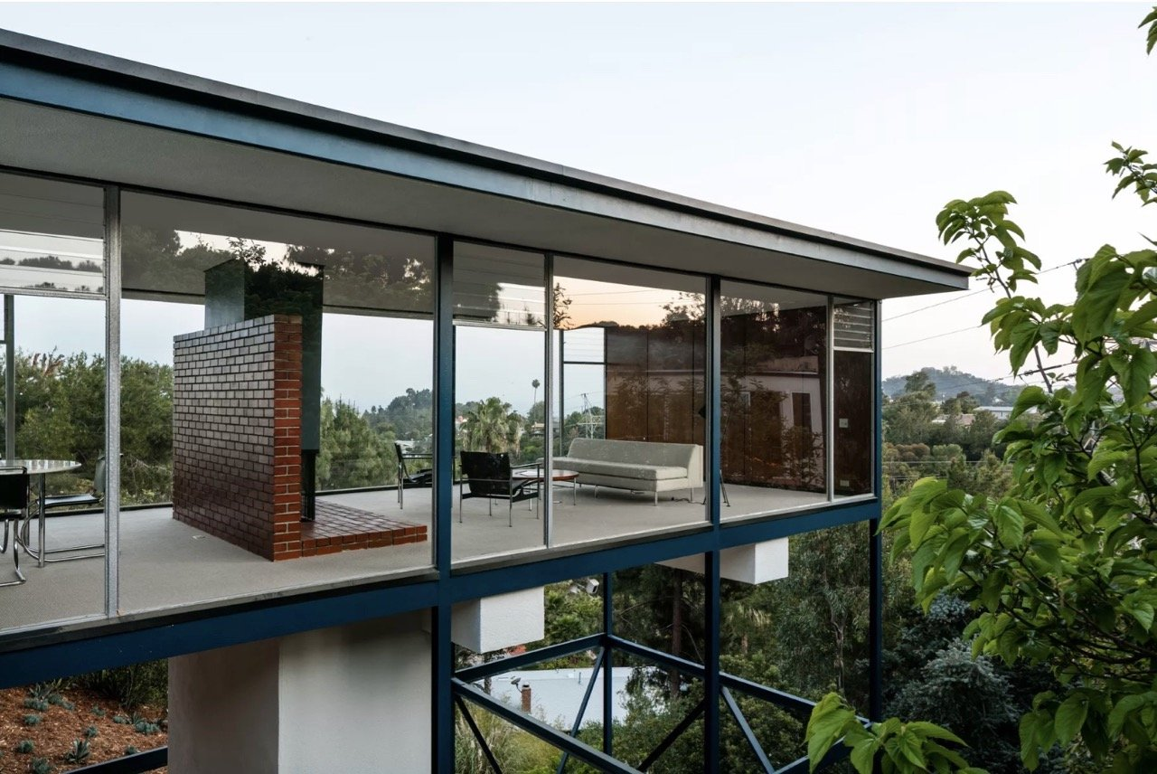 Midcentury glass house in Brentwood_ exterior side view