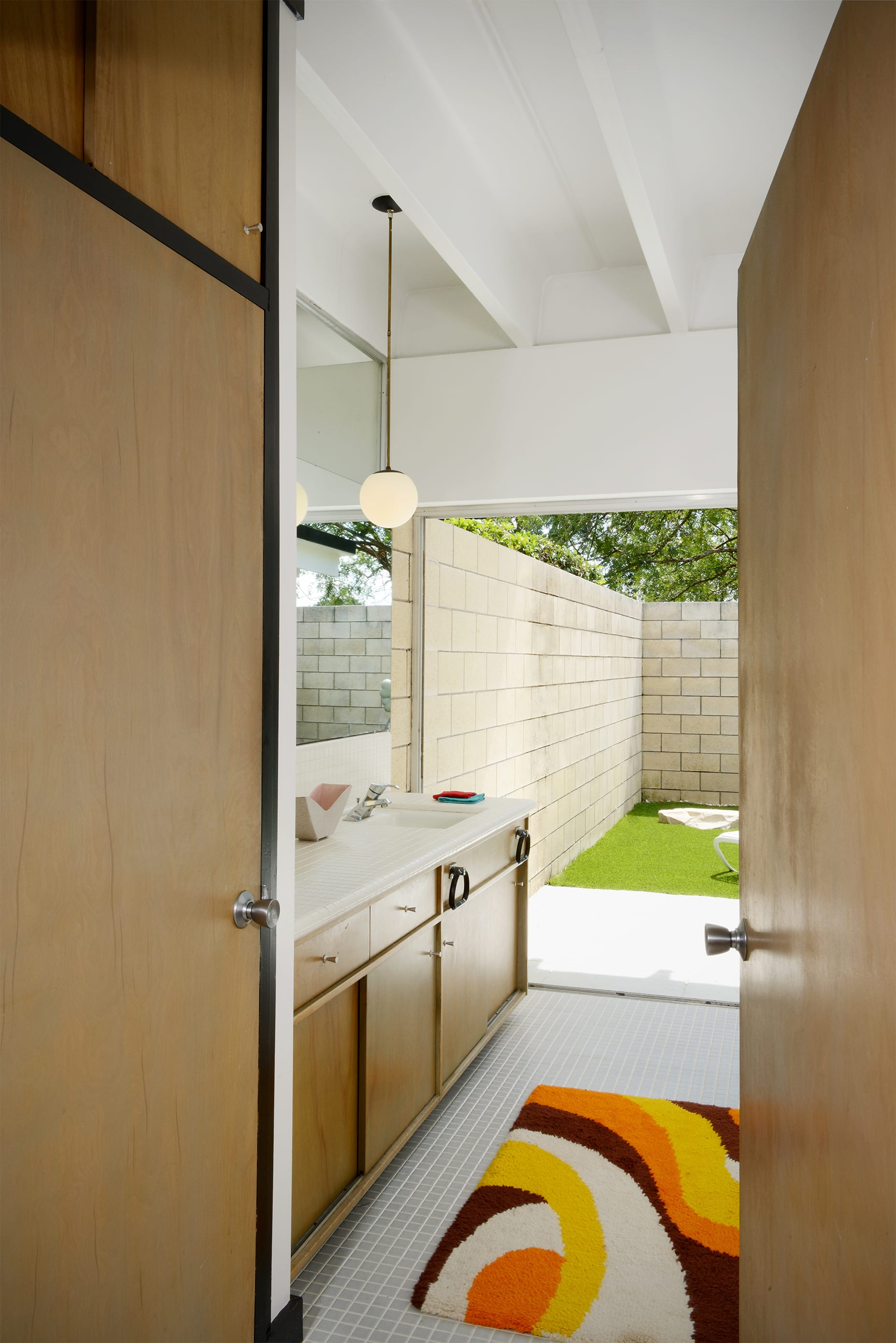 Christopher florentino - midcentury home Florida - bathroom