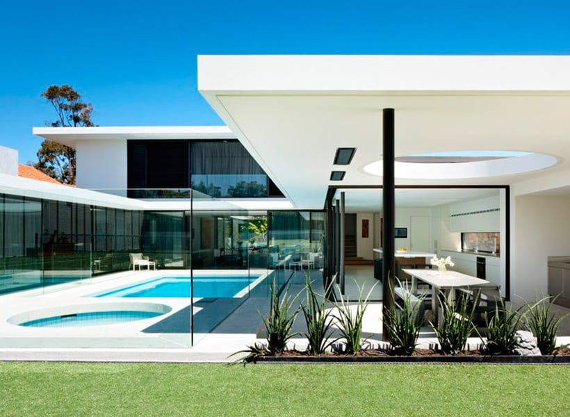 McKimm Architects - Yuille house_side view pool