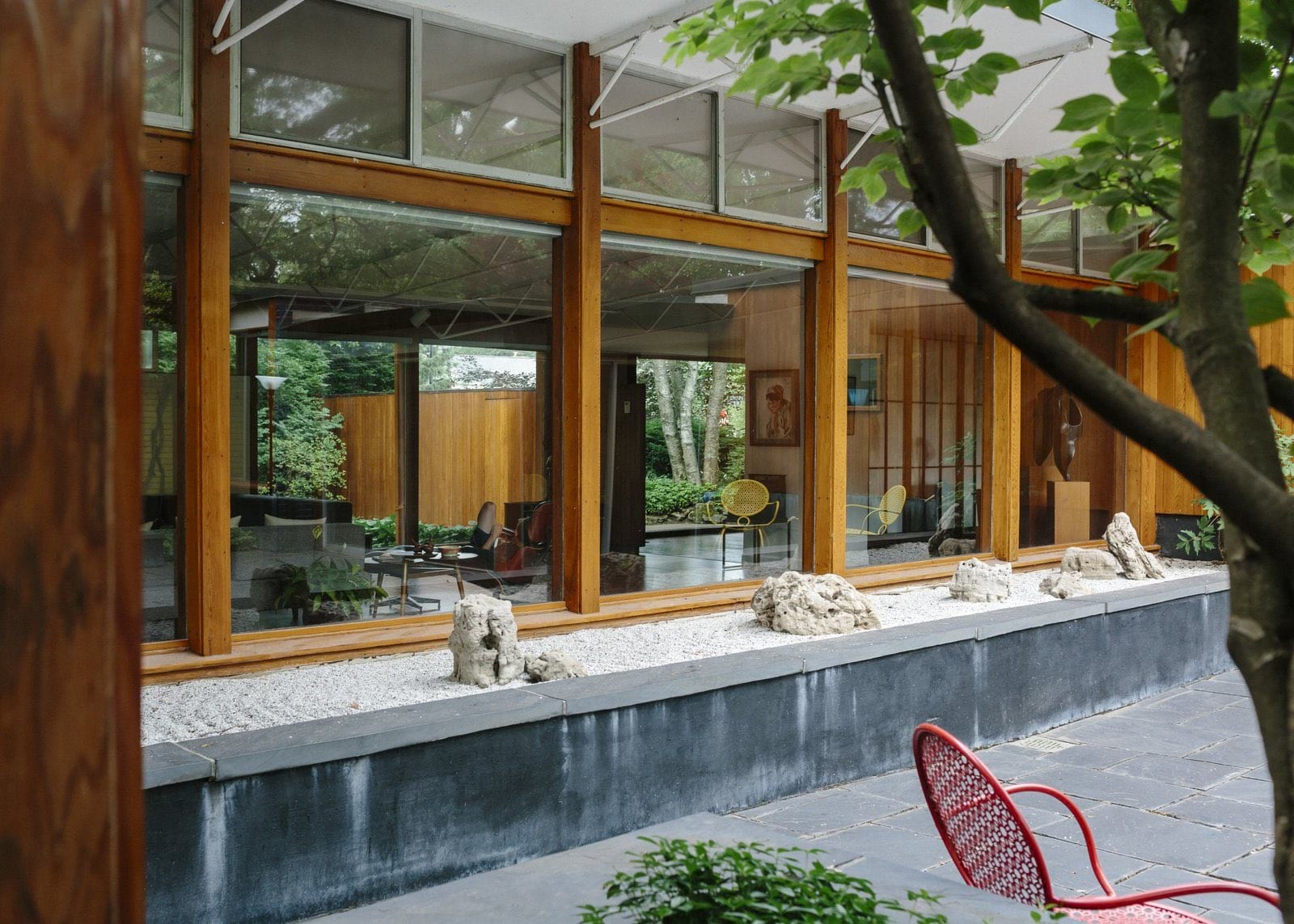Alexander Girard residence In Michigan - back garden view
