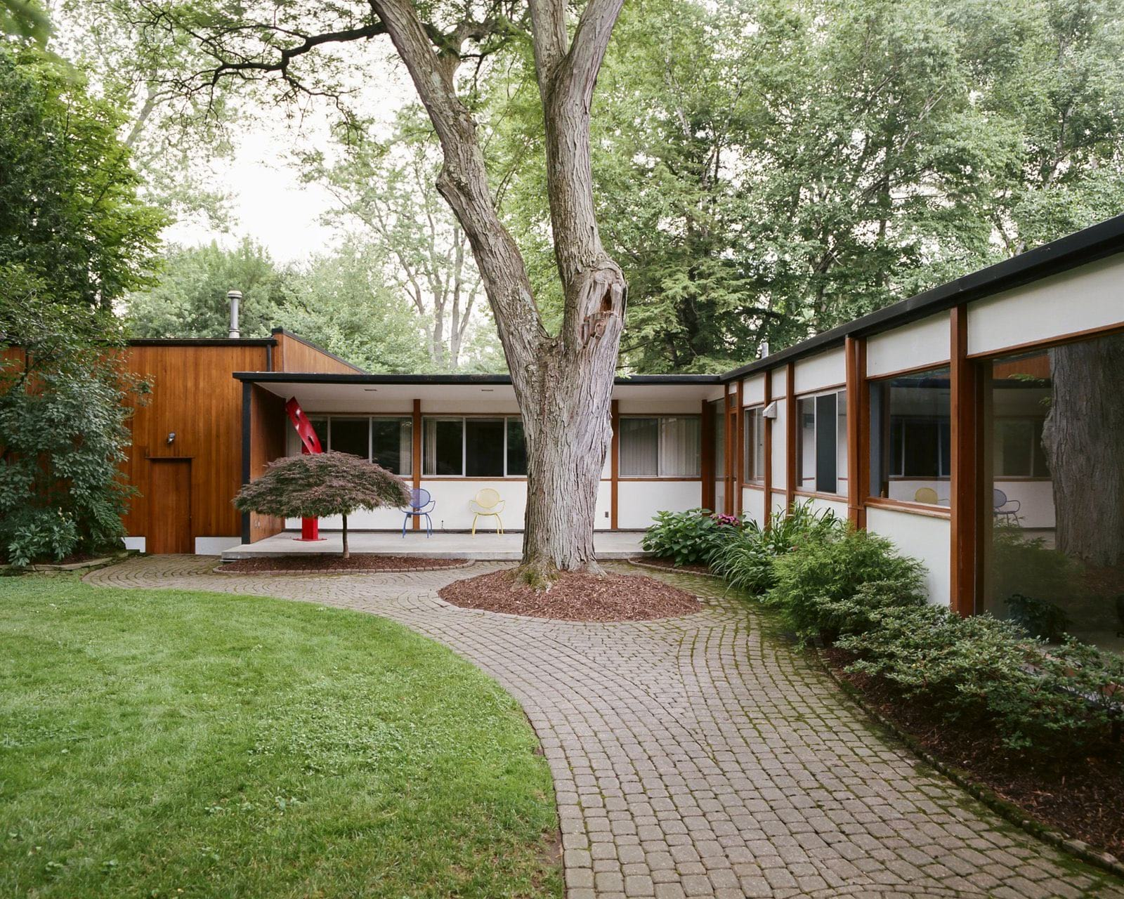 Alexander Girard residence In Michigan - front driveway