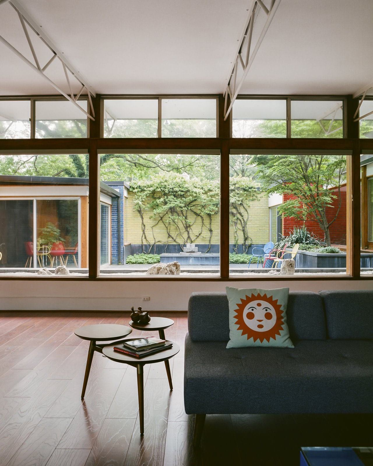 Alexander Girard residence In Michigan - living room garden view