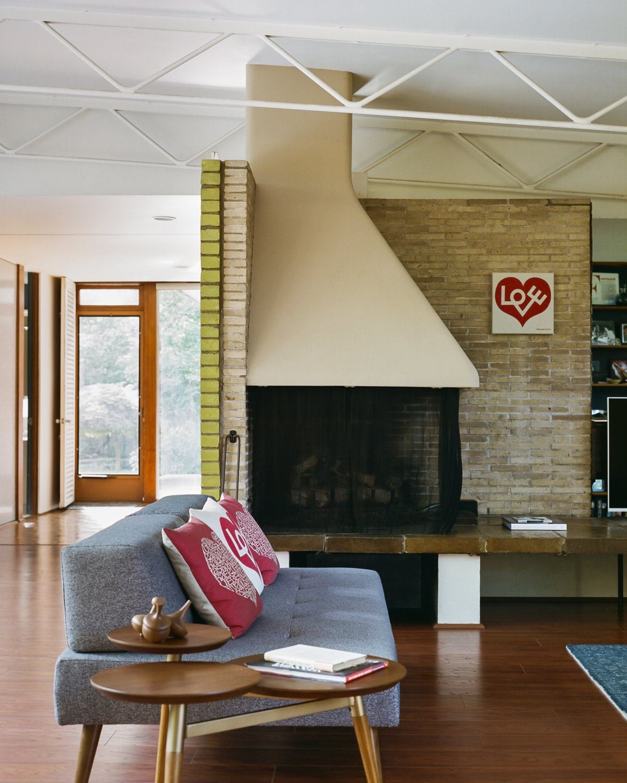 Alexander Girard residence In Michigan - living room Fireplace