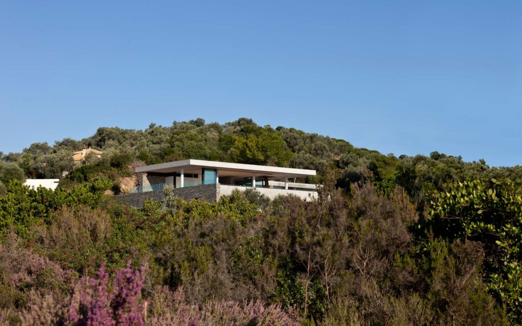 Modernist house in Greece - architect K Studio - view from far