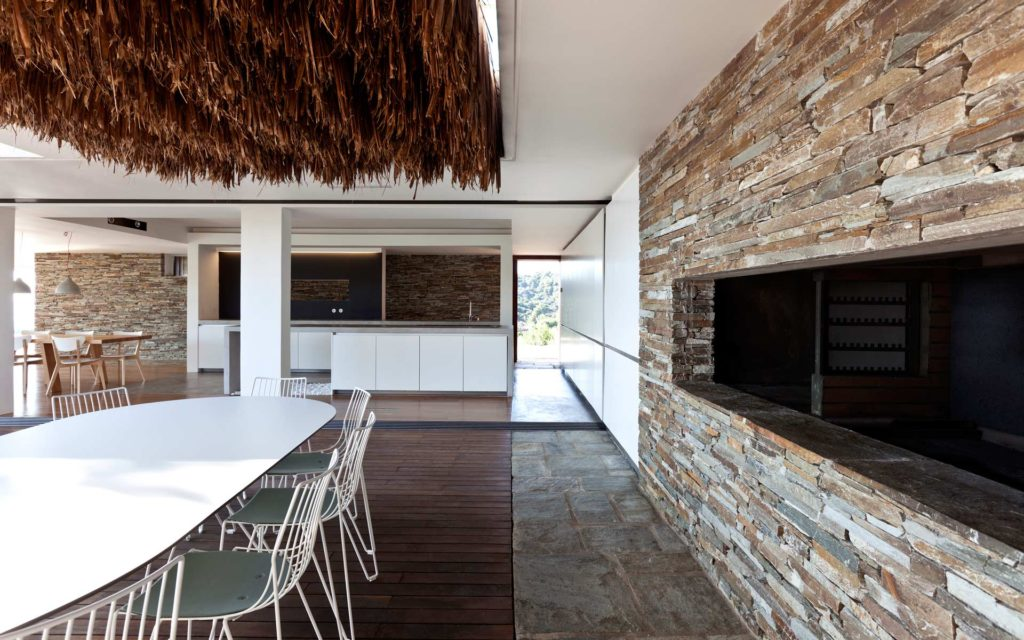 Modernist house in Greece - architect K Studio - dining area